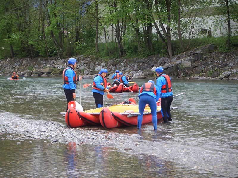 Floßbau-Flussfahrt