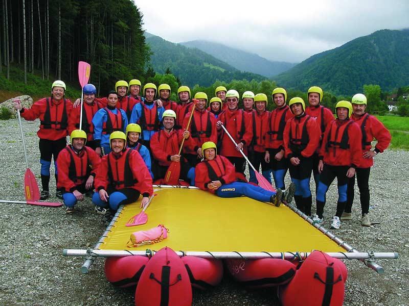 Floßbau-große-Gruppe-D