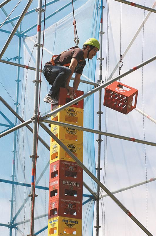 allgäuer teamchallenge bierkisten kletterturm